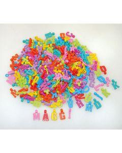 Plastpärlor bokstäver med hänge 1000/FP